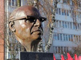 Менахем Бегин, памятник Менахему Бегину, премьер-министр Израиля, памятник Бегину в городе Брест