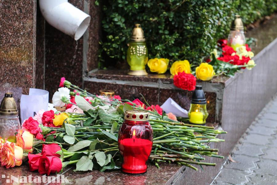 Цветы, Цветы у консульства, Генеральное консульство России в Бресте