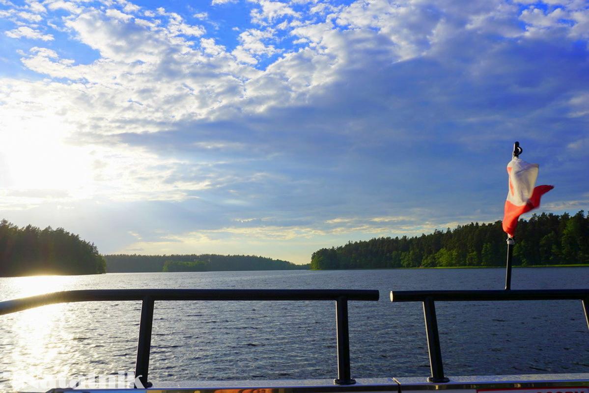 Пароход, озеро