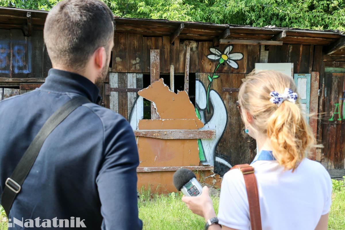 стрит-арт в Бресте, рисунок, стена, забор, рука, предок