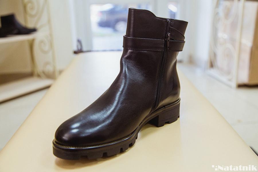 38e1e020d Цена: дороже всего вам обойдутся сапоги из натуральной кожи за 201  беларуский рубль без учёта скидки. А самые дешёвые – ботинки за 121 рубль.