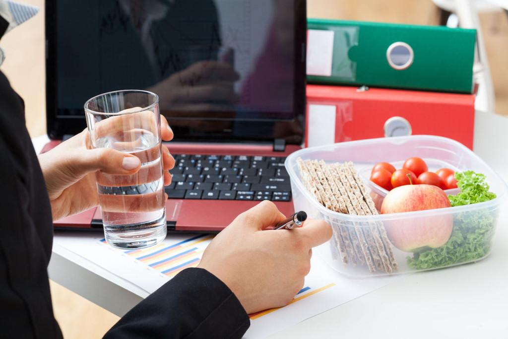 Перекусы на работе, правильное питание, овощи, фрукты