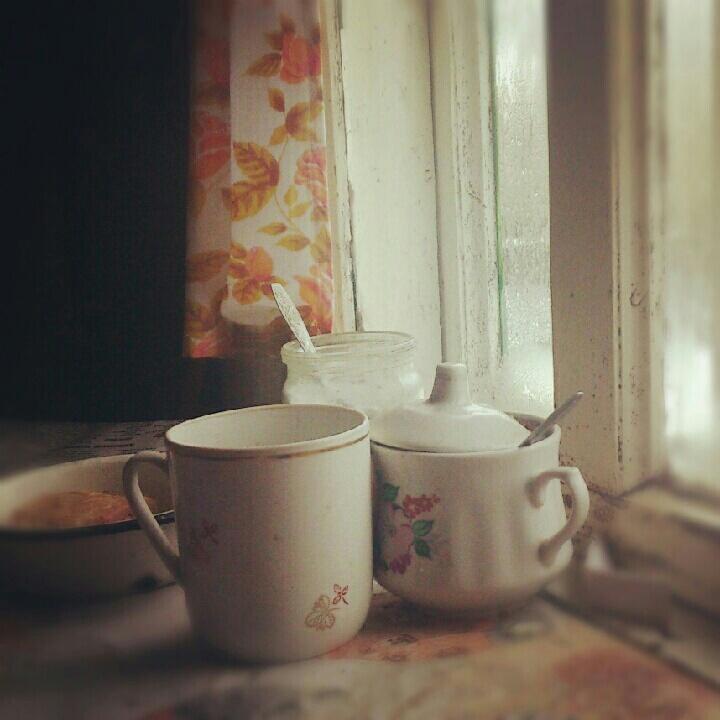 стол с чашками