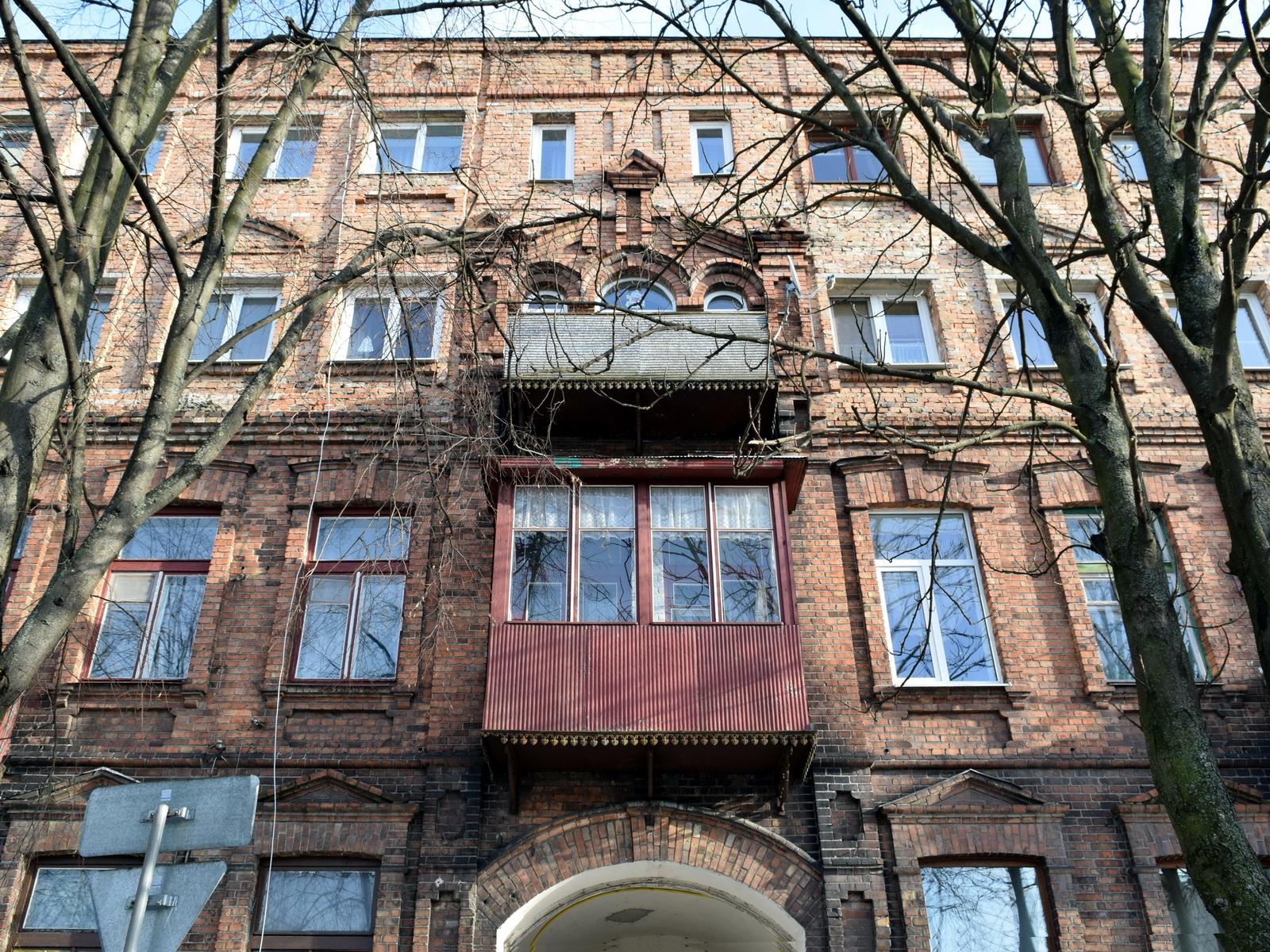 Любить свое, Лавровская, дом Рабиновича