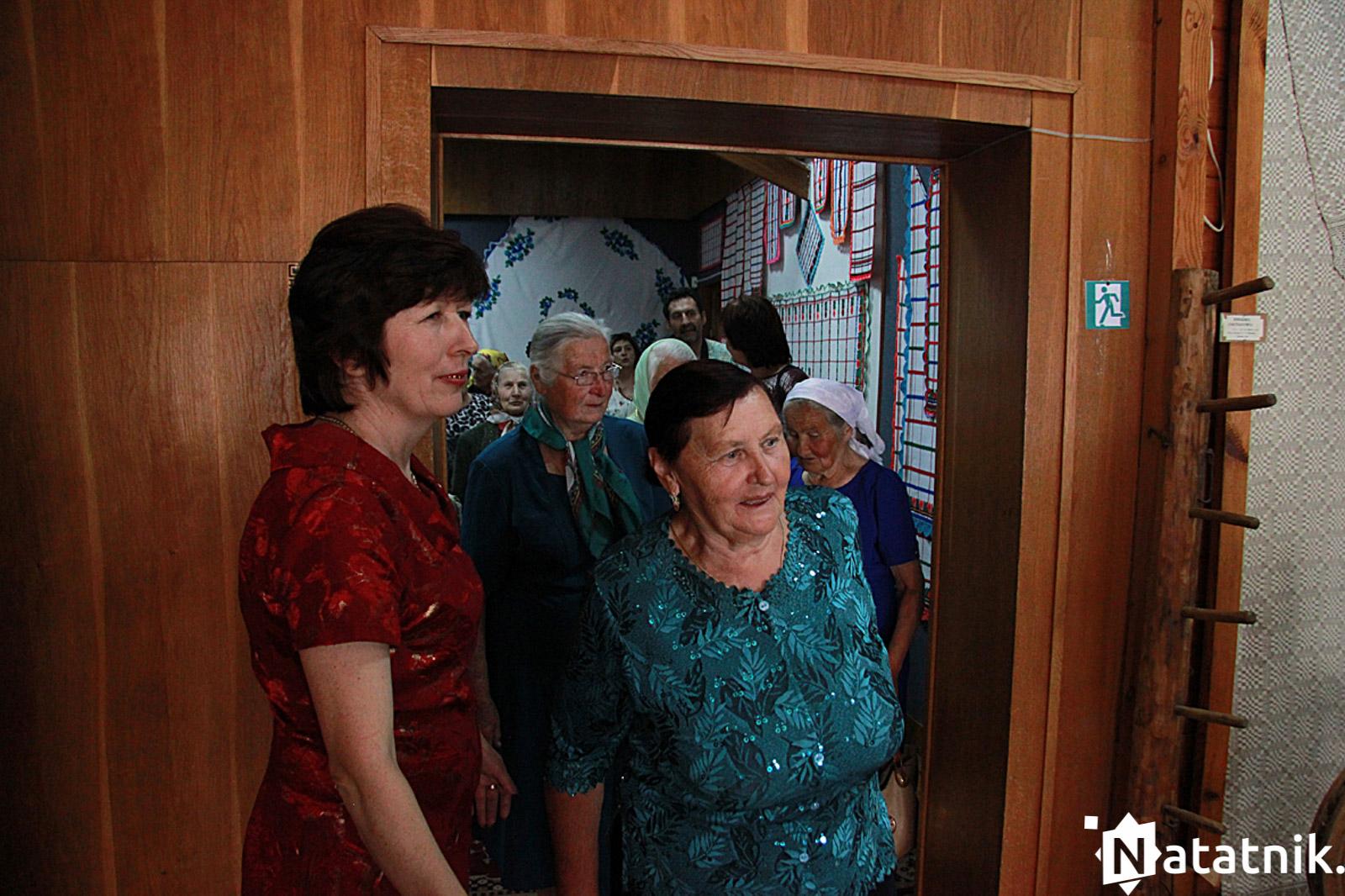 Бабулі і дзядулі на экскурсіі
